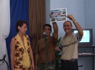 ENTREGAN CERTIFICADO DE COLECTIVO VANGUARDIA  NACIONAL AL CANAL COMUNITARIO DE TELEVISIÓN EN CAIBARIÉN